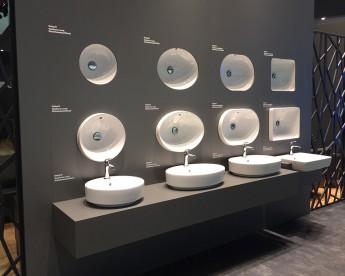 ISH představil barevné koupelny řízené smartphonem